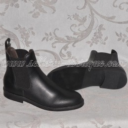 Leather boots with elastic