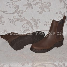 Leather boots with elastics...