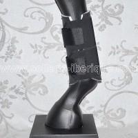 Sellerie la Garrocha: Various protections: horse boots, leg wraps, etc.